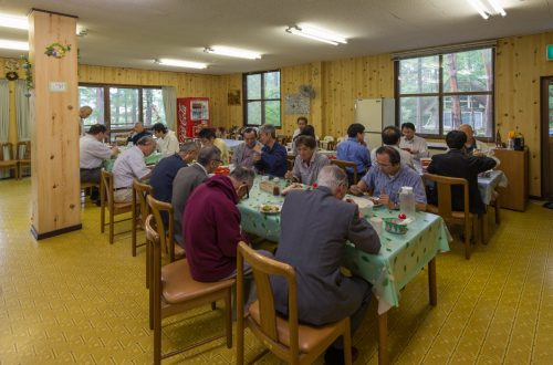Eating together at the all-Japan preachers retreat in Nagano prefecture